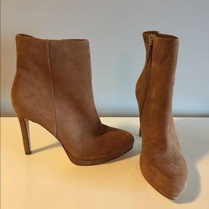Nine West Quanette brown suede platform boots 9